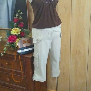 Capri pants with cargo pockets